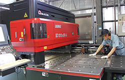 2次元レーザー加工機 LC1212α4NT